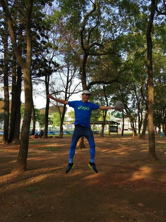 出國旅行抗鐵腿就穿VOUX 機能緊身褲男Irisation緊身褲-藍色,多運動當然好健康